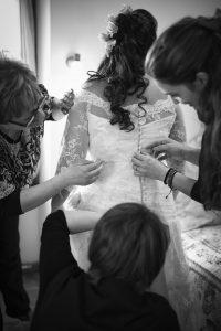 bottoni-abito-sposa-amiche