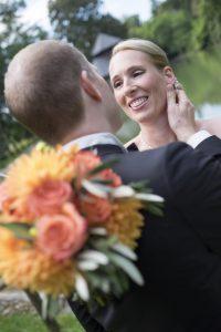bouquet-rose-arancione-sguardi-sposi
