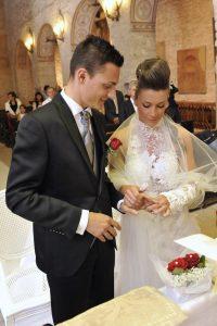 scambio-fedi-religioso-matrimonio-rose-rosse
