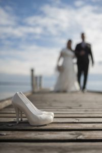 scarpe-pontile-sposi-lago-garda
