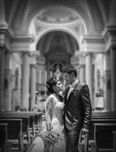 sposi-matrimonio-luce-chiesa