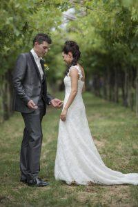 sposi-matrimonio-mani-natura